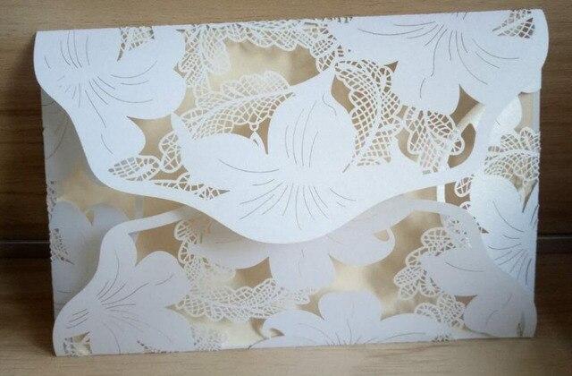 Livraison Gratuite 10 pcs Blanc damassé Fleur D'affaires/Partie/Anniversaire Laser De Mariage carte d'invitation, aucune enveloppe, aucune feuille intérieure