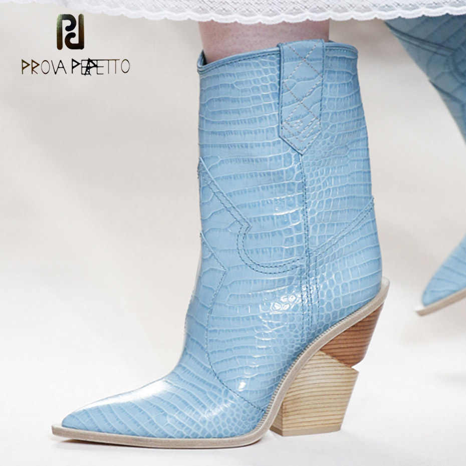 Prova Perfetto yeni sivri burun batı botları kovboy çizmeleri garip kama topuk üzerinde kayma mavi sarı snakeskin pist tasarım botları