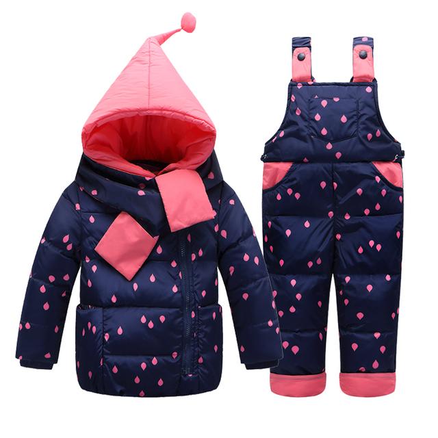 2016 Otoño Invierno Nuevo Bebé Abajo de La Moda Abajo Conjunto Chaqueta de Nieve Bebé Caliente Muchacha de Los Muchachos capa de la Capa + Pantalones Ropa