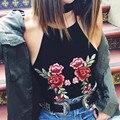 Женщины Урожай Цветочные Вышивка Холтер Шеи Бретели Топы Sexy С плеча Растениеводство Топы Черный 2017 Летняя Мода Уличная