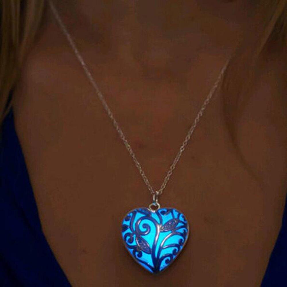 Famshin Specials Beautiful Peach Heart Necklace New Fashion Simple Kalung Love Bear Luminous Silver Hollow Bersinar Liontin Batu Laporan Gumpal Untuk Wanita Hadiah Halloween