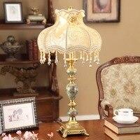 새로운 디자인 테이블 램프 조명 수지 램프 바디 패브릭 갓 책상 램프; AC110v 220 볼트 주도 밤 테이블 램프 침실