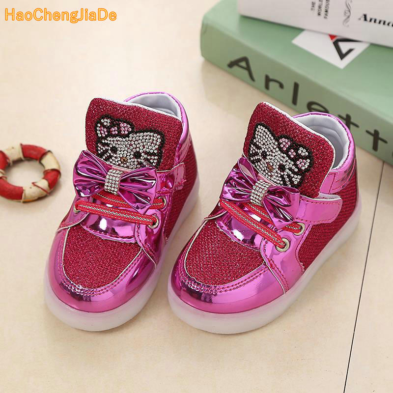 Children cartoon KT casual shoes new network hollow breathable sports shoes girls flashing LED fashion glowing sneakers 21-30Children cartoon KT casual shoes new network hollow breathable sports shoes girls flashing LED fashion glowing sneakers 21-30