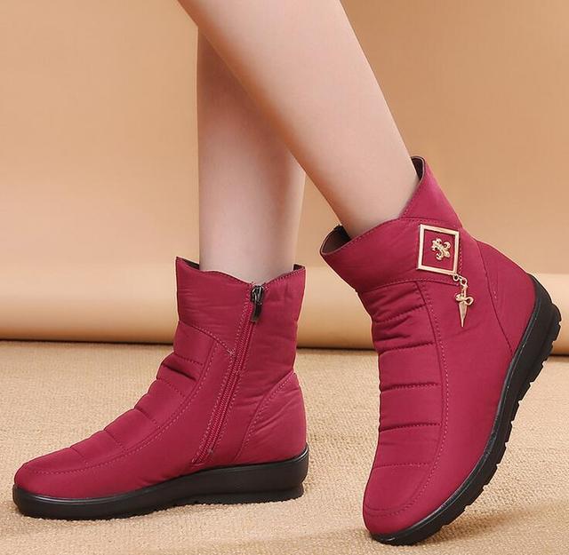 2018 شتاء جديد الإناث الثلوج الأحذية الدافئة زائد المخملية الأحذية سميكة شقة للماء عدم الانزلاق حذاء للأمهات النساء حجم 35 -42