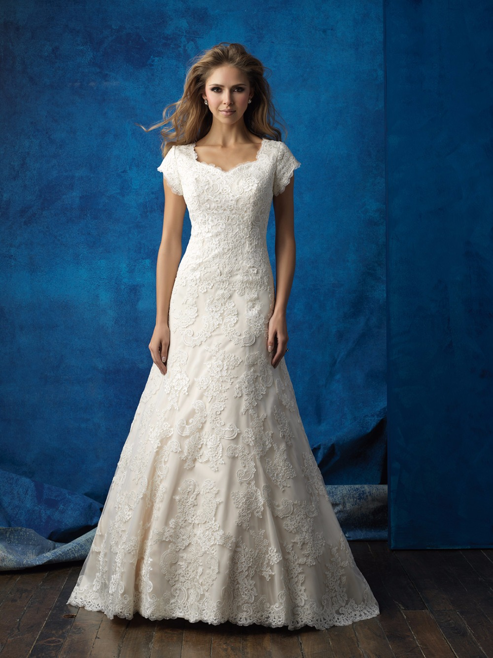 2015 Modest Wedding Dresses With Half Sleeves Garden Sheer Lace