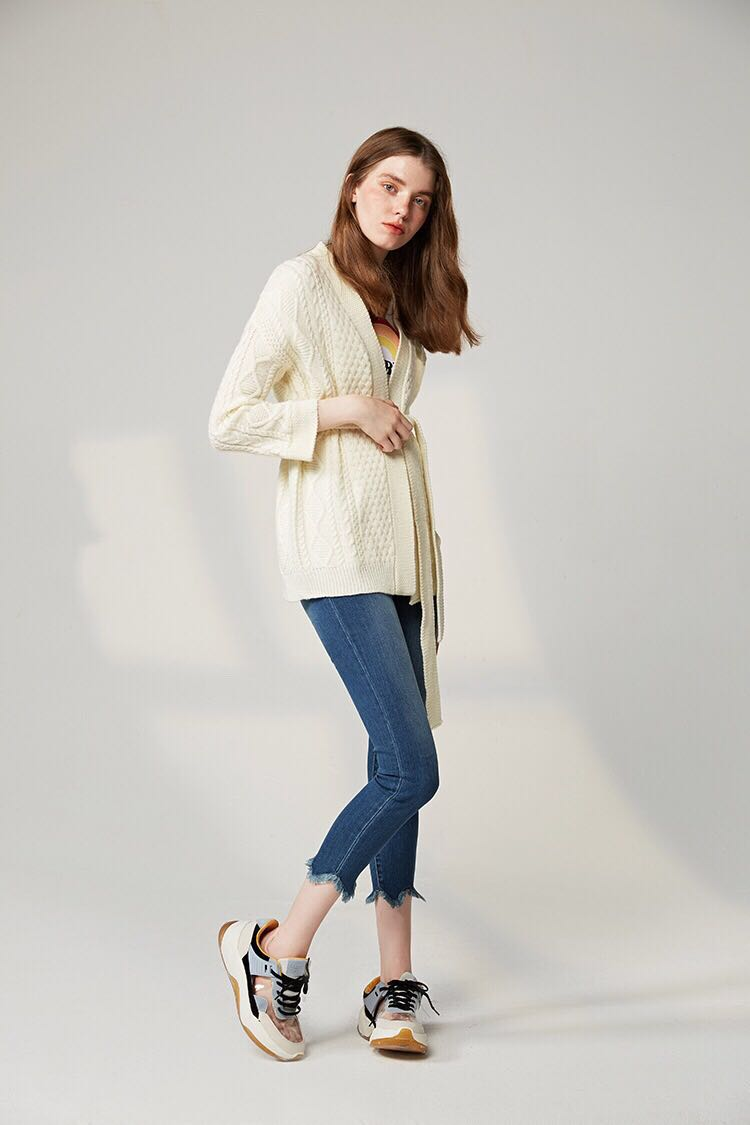Woman Autumn Woollen Alpaca Wool White High Waisted Lace with Twist Pattern Knitted Sweater Cardigan