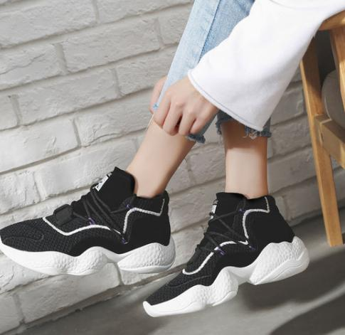 2018 autumn new Korean casual wild fitness breathable flying mesh shoes.