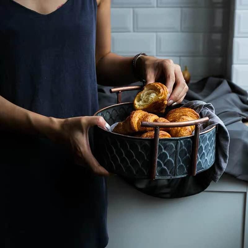 European Handcrafted Vintage Fruit Bread Basket Round Antique Metal Trays With Handles Retro Desk Kitchen Storage For Home Decor