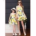 Новое поступление детей девушки свежего лимона лето европейский печатных платье матери-дочери высокого класса мама и я мода одежда