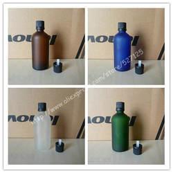 100 мл матовый прозрачный/зеленый/коричневый/синий стеклянная бутылка с черной Anti-Theft пластиковый колпачок, бутылка с эфирным маслом