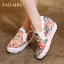 SaraIris Women's Ethnic Flower Embossed Breathable Lace Summer Shoes