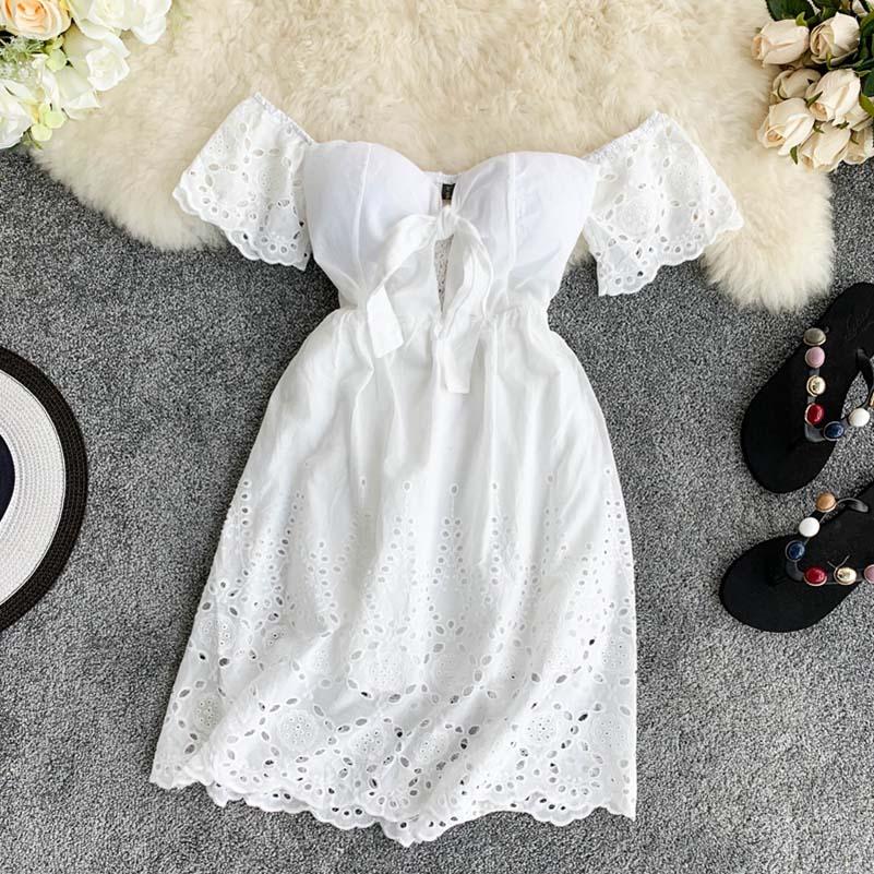 חדש סקסי סטרפלס לבן שמלה V-צוואר מרופד נמתח גב נשים קיץ off-כתף פיות מיני Vestidos חלול תחרה V-צוואר בחזרה