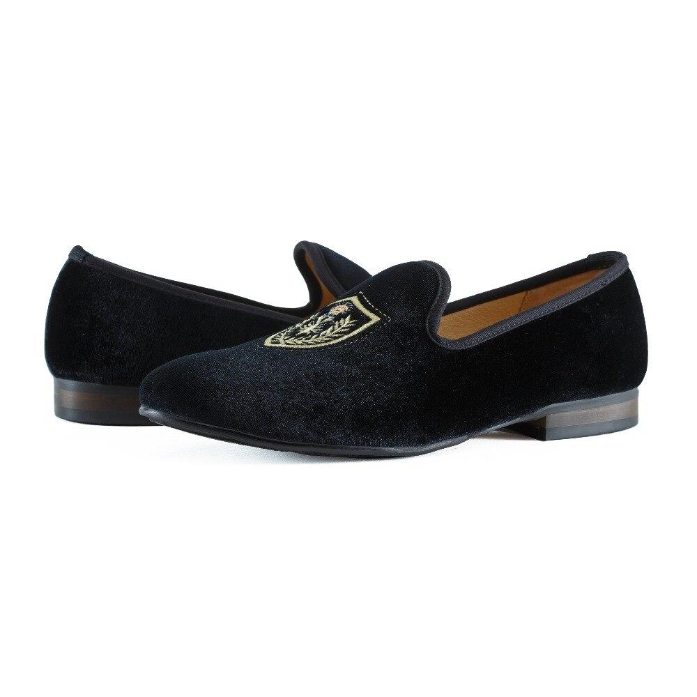 Купить с кэшбэком New Handmade Men Black Prom Wedding Loafers Shoes Velvet Slippers Flats Fashion Men Embroidery Slip on Dress Shoes Size US 7-13
