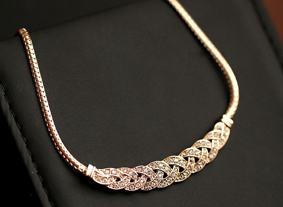 Gold Silver Upscale Luxury 8 word twist Shiny Rhinestone Short Clavicle  Chain Crystal Statement Necklaces   0d0fe3970851