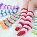 2017 Теплые Длинные Женщин Девушки Хлопчатобумажные Носки Пять Пальцев Ног Носки Полосы Случайным цветом