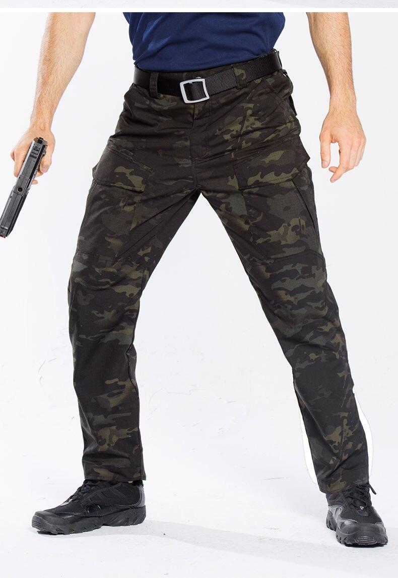 militar calças de camuflagem homem com multi