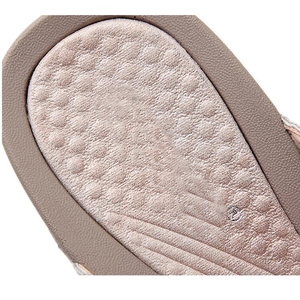 Image 4 - BEYARNE2019New נשים פרחוני חרוזים נצנצים קישוט רשת כפכפים פליפ פלופ סנדל טריז platformshoes sandalia femininaE054