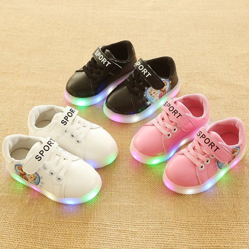82d8e02c96a0a Enfants Chaussures Avec La Lumière Bébé Garçons Filles LED Light Up  chaussures Enfants Lumineux Sport Chaussures