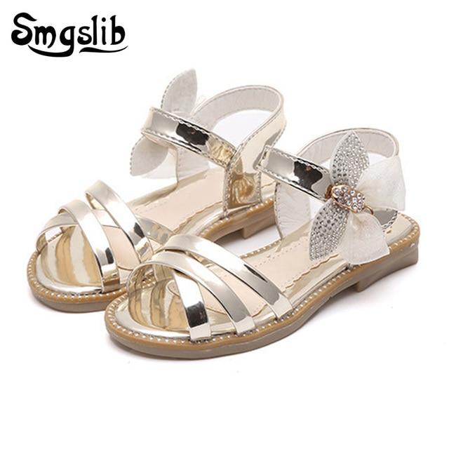 Dép mùa hè cho bé gái 2018 Thời Trang bướm dép trẻ em da công chúa ngọt ngào giày cưới giày cưới cô gái bên giày