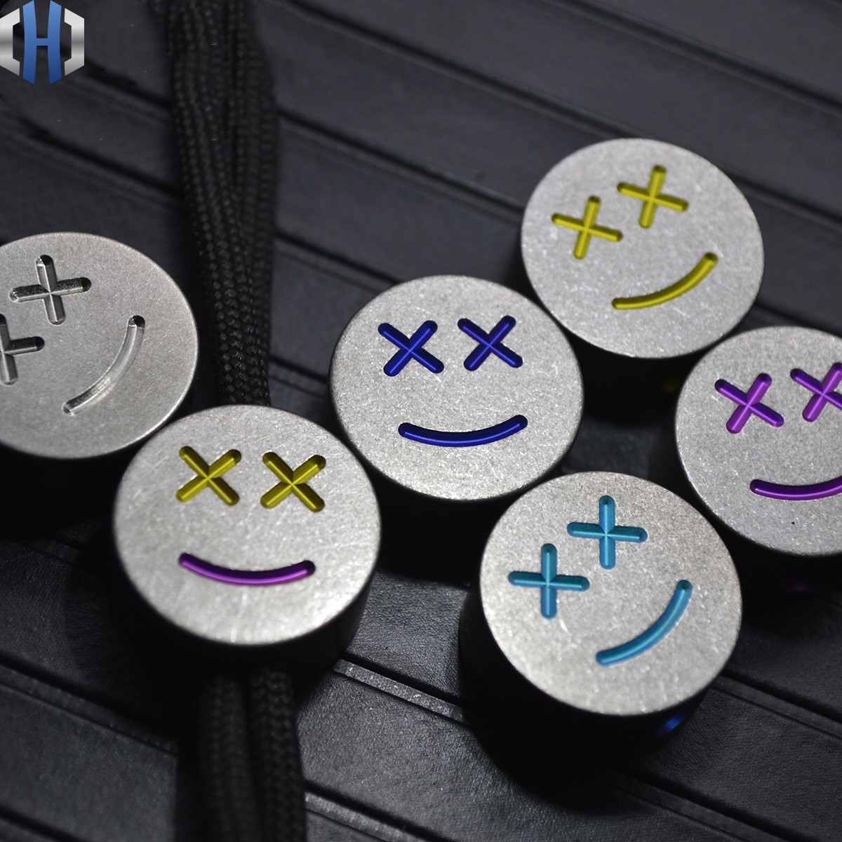 Expressão Feliz Rodada Pingente de Faca de titânio EDC Corda Guarda-chuva Pingente Fivela EDC Ferramentas de Sobrevivência Paracord Contas