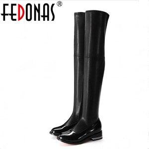 Image 1 - FEDONAS 2020 moda marka Stretch prawdziwej skóry buty kobiety ponad buty do kolan Sexy zamek jesień buty damskie zimowe buty
