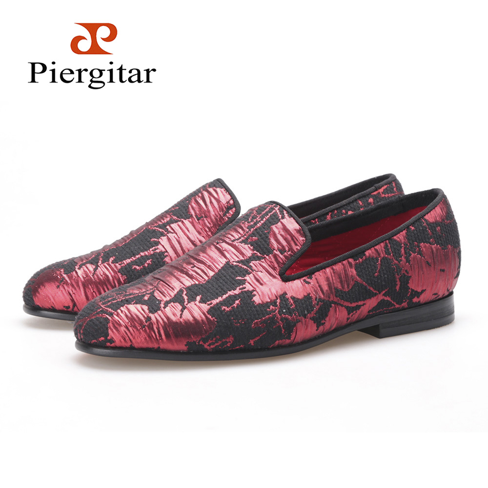 Здесь продается  PIERGITAR new style Women embroidered flowers shoes black and red color jacquard cloth woman flats Wedding Women loafers   Обувь