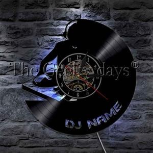 Image 1 - 1 חתיכה DJ אישית מותאם אישית שם ויניל שיא קיר שעון מודרני מנורת קיר שעון LED לילה אור רוק N Roll עבור DJ מתנה