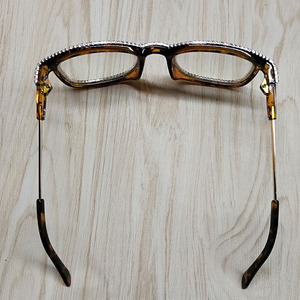 Image 4 - 여성을위한 라인 석 고양이 눈 선글라스 브랜드 디자이너 그늘 태양 안경 남자 빈티지 금속 지우기 안경 uv400 선 글래스