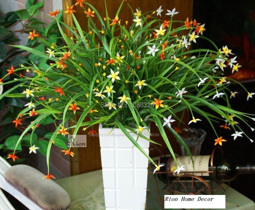 Orquídea de seda con el florero de la decoración, tejido artesanal de plantas con flores