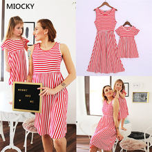 цены на Mommy and me family matching mother daughter dresses clothes floral prited mom and daughter dress kids parent child outfits E084  в интернет-магазинах