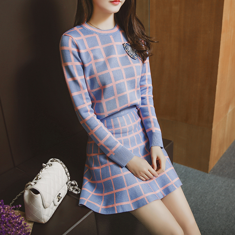 Autumn and winter new knitted sweaters two sets of suit dresses plaid Korean version of the body repair Tutu women