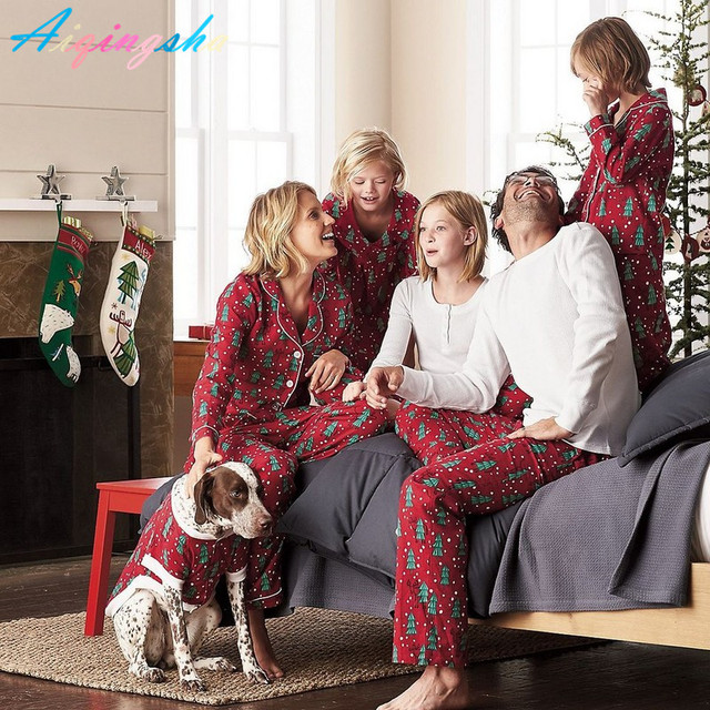 Baby Pyjamas Family Matching Christmas Pajamas 2017 Winter New Fashion Family  Pjs Home Clothing Father Son Mom Daughter Sets eb945f101