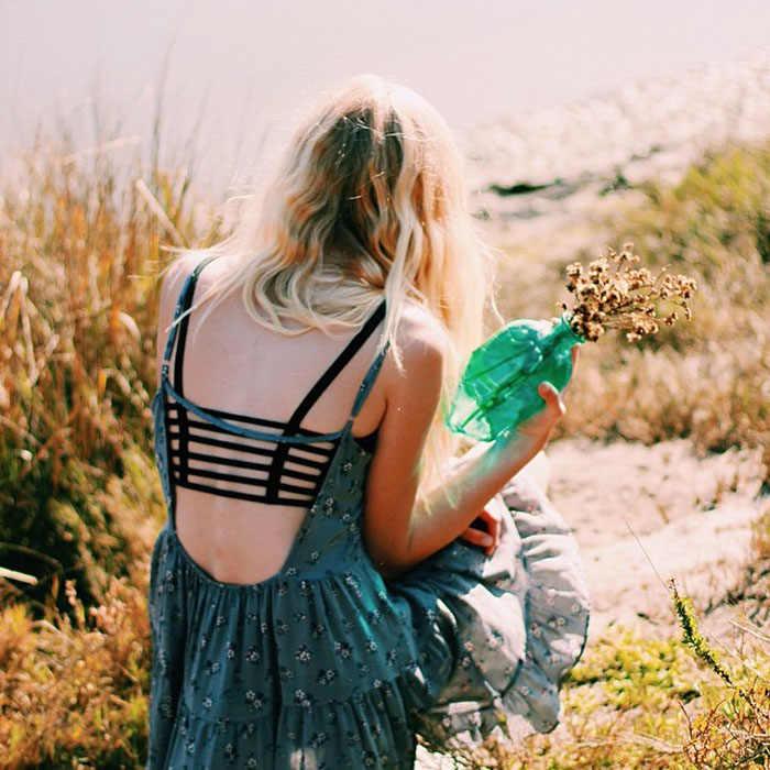 セクシーな作物は、固体女性ストラップベストカットアウトシャツ夏ビーチタンク黒ブラジャーノースリーブビスチェ基本底入れファッション