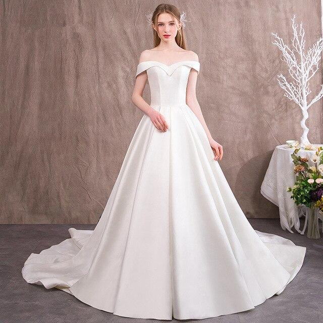 vestido de novia de satén con hombros descubiertos de moda 2018 de