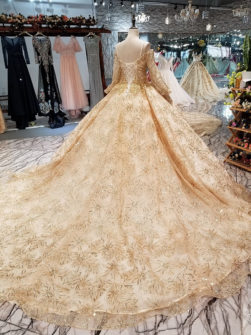 New Collection Sequins Muslim Wedding Dress In Dubai Champagne And Gold  Long Sleeves Wedding Gowns Beaded Lace Vestido De Noiva-in Wedding Dresses  from ... 05ffef6f6e68