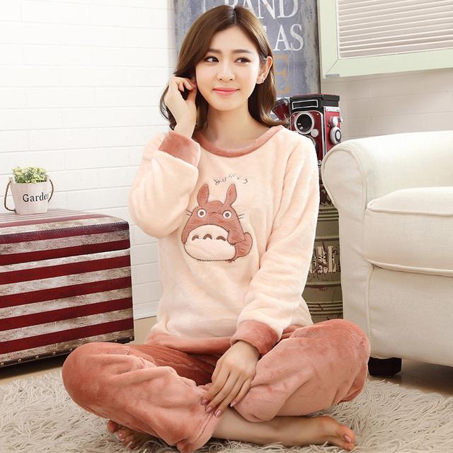 Outono e inverno Pijamas De Flanela Mulheres Espessamento conjuntos de Pijama Sleepwear Fêmea Dos Desenhos Animados Totoro Linda Menina Pijamas de Manga Longa
