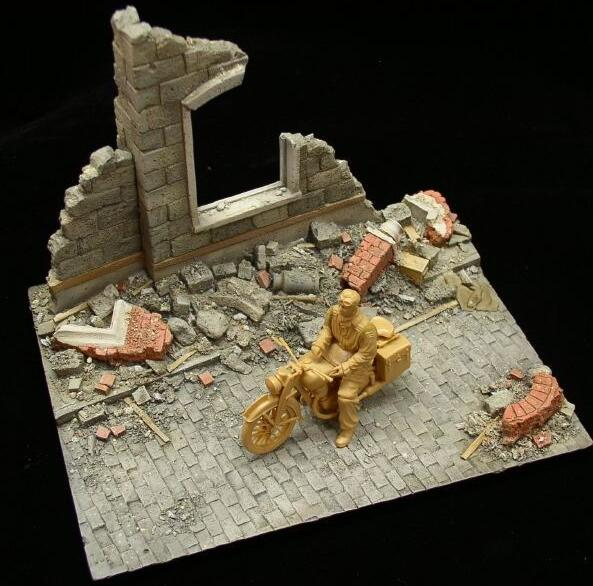 Small European Rubble Resin Diorama Base (no Figure and Vehicle) 150mm X 110mm X 110mm