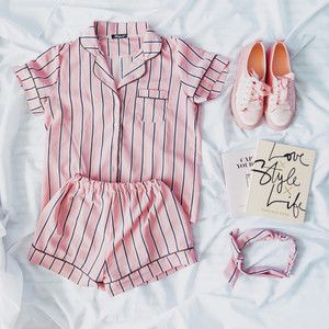 Image 5 - RUGOD קיץ 2020 חדש אופנה נשים פיג מה תורו למטה צווארון הלבשת 2 שתי חתיכה להגדיר חולצה + מכנסי פסים סט פיג מה מקרית