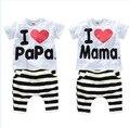 Nuevo 2017 niños y bebés que arropan el sistema 100% del algodón del juego me Encanta Papa y Mama cartas de manga Corta Camiseta a rayas + PP pantalones