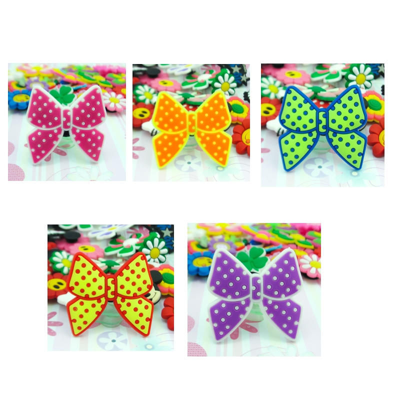 цена 1pcs Butterfly Flower Shoe Charms PVC Shoes Accessories Decoration Small Ornaments or Gifts for Party Shoe Buckles в интернет-магазинах