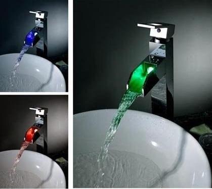 Mitigeur moderne de robinet de bassin de LED de cascade de Chrome de poignée simple + 100% de garantie + livraison gratuite