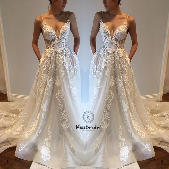 Sexy Backless Wedding Dreses Spaghetti Strap Deep V Neck Lace Tulle