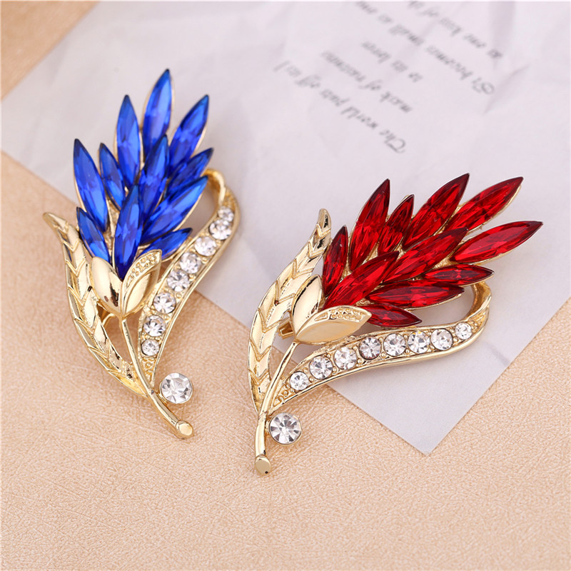 Hot Sale Flower Brooches For Women New Retro Fashion Crystal Red/Blue Glass Gold Pated Brooches For Women Fashion Jewelry