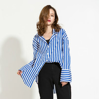 EAM 2018 Spring New Lapel Long Sleeve Blue Striped Splti Joint Metal Ring Belt Loose