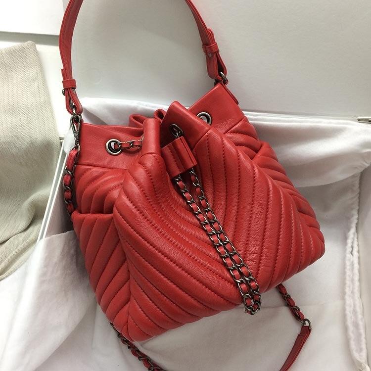 Caker Для женщин из натуральной кожи шнурок сумки вышивка V Diamond Желтая Женская сумка цепи красные, черные сумки ведро