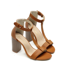 2016 Новый стиль женские сексуальные высокие каблуки Резиновые Квадратный каблук Круглый Носок Пряжкой Ремень Партия обуви размер 35-40