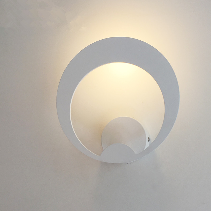 ФОТО Northern Europe Creative Personality Simple Modern Bedroom Bedside Wall Lamp LED Circular Hotel Villa Decoration Wall Light
