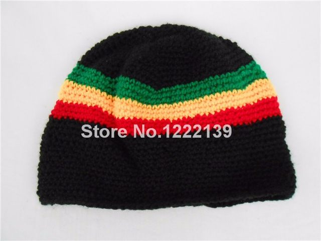 This Soft Knit Skull Cap Beanie Will Make Sure You Are Warm. Great Rasta  Design with Green 658d4f2807fb