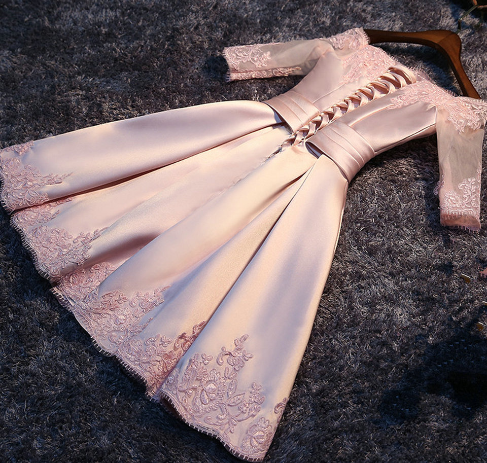 Fashion Pink Prom Dresses Short 2018 New Sexy Prom Dress Boat-Neck Satin Appliques Lace-Up Beach Built-In Bra Party Gowns 2
