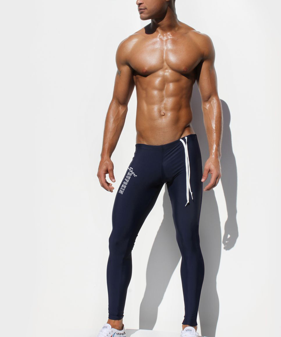 Compression pants can be worn during or after workouts to help increase blood flow decrease recovery time. Spend less time on the sideline with the best compression tights for men. Give your legs a little TLC with these compression pants.